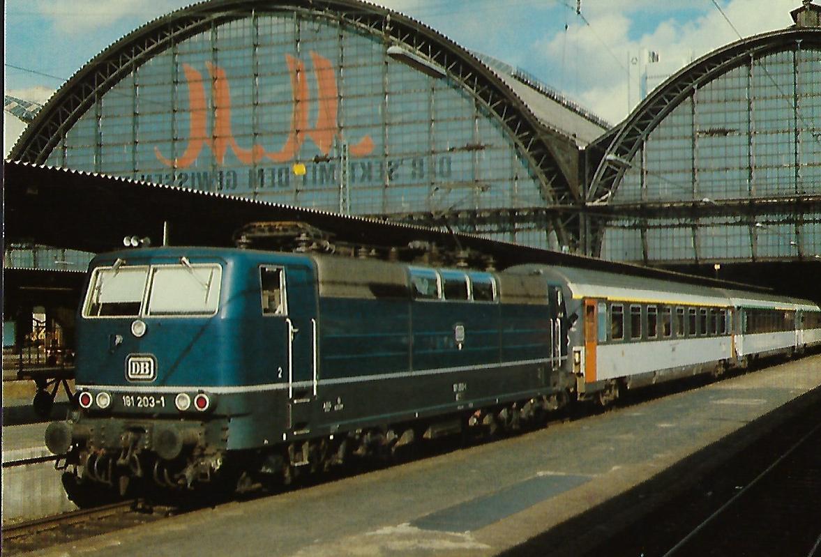 DB, Zweifrequenz-Lokomotive 181 203-1 im Frankfurter Hbf.. Eisenbahn Bestell-Nr. 10379