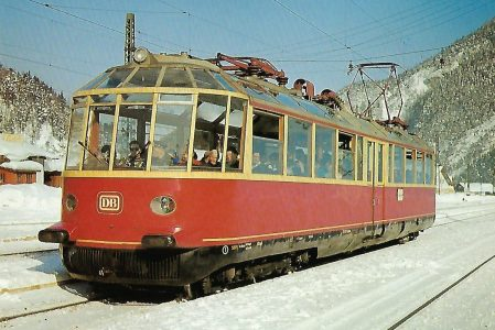 """DB, elektrischer Aussichtstriebwagen 491 001 """"Gläserner Zug""""im Bhf. Scharnitz 1959. Eisenbahn Bestell-Nr. 10396"""