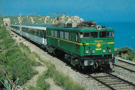 RENFE, elektrische Mehrzwecklokomotive 269-101-2 bei Vilanova i la Geltrù. Eisenbahn Bestell-Nr. 10406