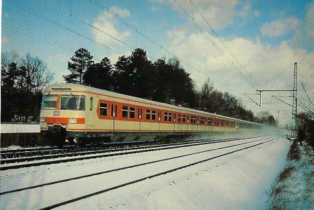 S-Bahn Triebwagen 420 bei München-Moosach. Eisenbahn Bestell-Nr. 5210