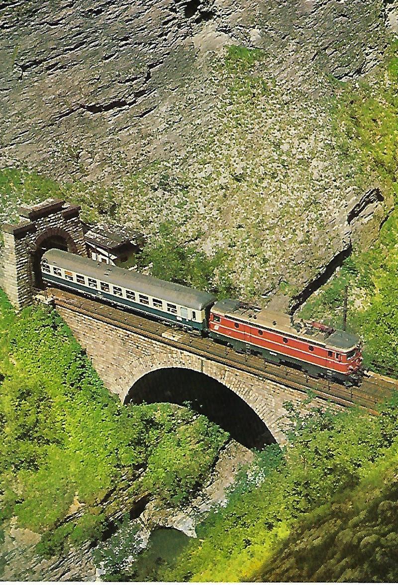 1043.09 der ÖBB in der Gasteiner Klamm, Tauernbahn. Eisenbahn Bestell-Nr. 5215