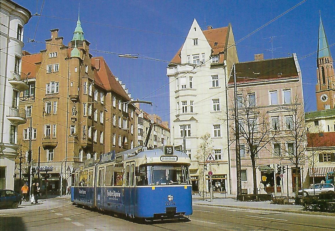 Gelenktriebwagen 2014 in der Wörthstraße / Ecke Steinstraße. Straßenbahn Bestell-Nr. 99105