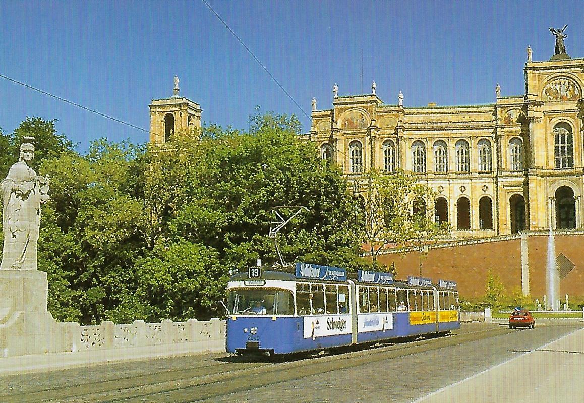 2040 auf der Maximiliansbrücke. Straßenbahn Bestell-Nr. 99202