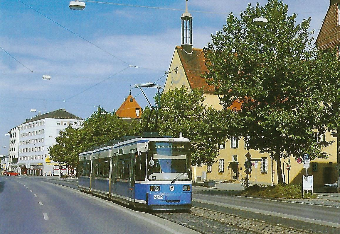 R 2.2 Triebwagen 2122 vor dem Pasinger Rathaus. Straßenbahn Bestell-Nr. 99805