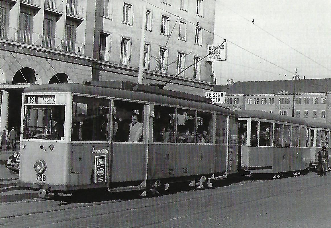 Münchner Tram Tw 728 am Hbf. Süd. Straßenbahn Bestell-Nr. 99807