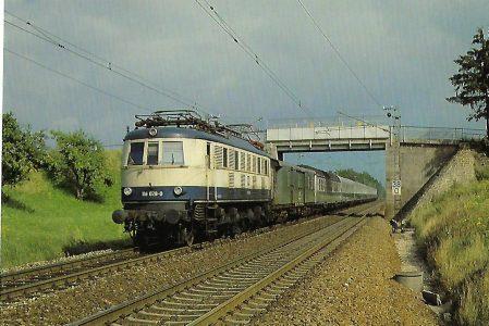 DB, elektrische Schnellzuglokomotive 118 028-0 bei Haspelmoor. Eisenbahn Bestell-Nr. 10416
