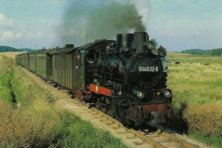 DR, Schmalspur-Dampflokomotive 99.4632 bei Putbus, 1981. (10425)