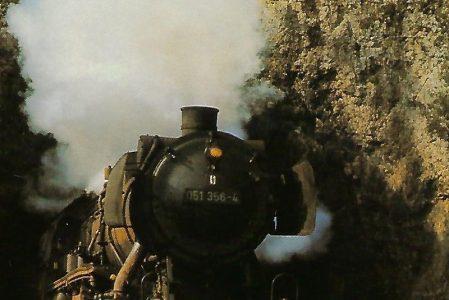 DB, Güterzug-Dampflokomotive 051 356-4 im Oktober 1971 auf der Strecke Bayreuth – Nürnberg. (10429)