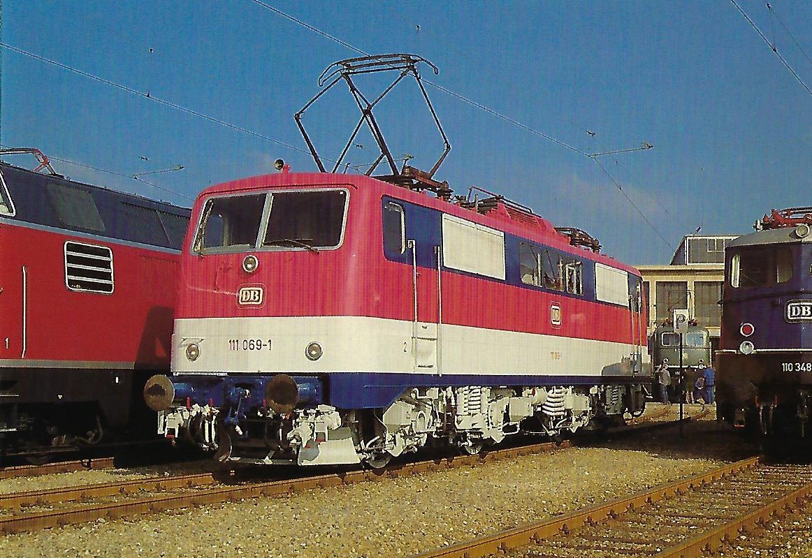 DB, elektrische Schnellzuglokomotive 111 069-1 im AW München-Freimann, 1985. (10438)