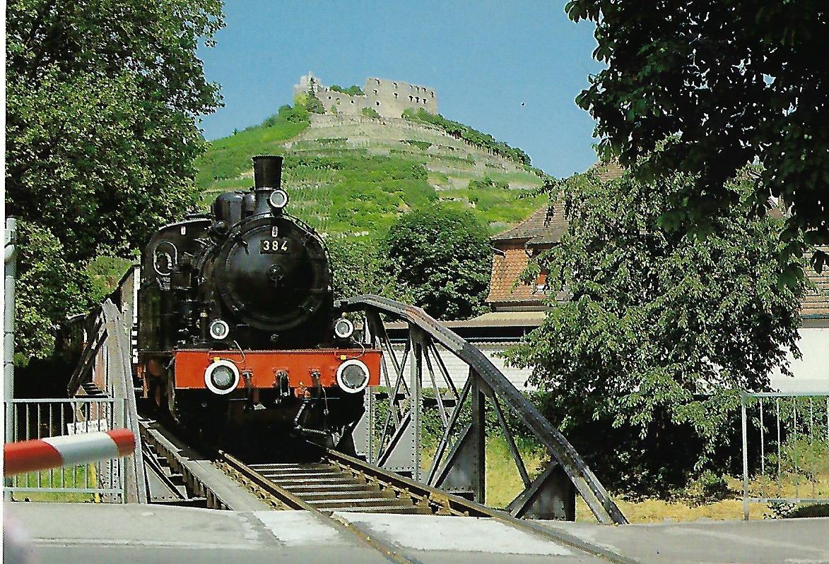 """EFB-Museumszug """"Rebenbummler"""", Dampflokomotive 384 mit historischem Zug auf der Neumagenbrücke in Staufen. (10447)"""