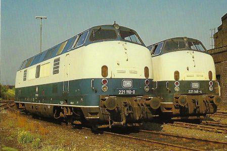 DB, Diesellokomotiven 221 110-0 und 221 146-4 in der Außenstelle GE-Bismarck des Bw Oberhausen. Eisenbahn Bestell-Nr. 10470