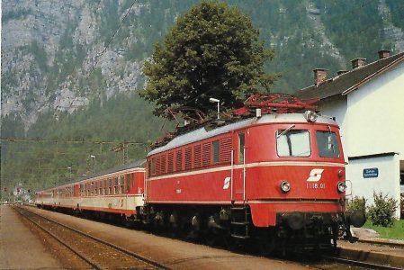 ÖBB, elektrische Schnellzuglokomotive 1118.01 in Obertraun-Dachsteinhöhlen 1984. (10477) Eisenbahn Bestell-Nr. 10477