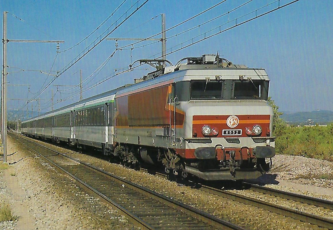 SNCF, elektrische Lokomotive CC 6552 mit Schnellzug bei St. Chamas im Juli 1984. Eisenbahn Bestell-Nr. 10481