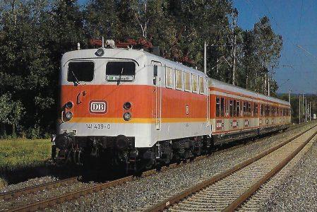 DB, elektrische Mehrzwecklokomotive 141 439-0 mit S-Bahn-Zug beim Haltepunkt Seespitze im Oktober 1987.Eisenbahn Bestell-Nr. 10484