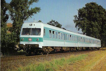 DB, dieselhydraulischer Triebwagen 614 035-4 im August 1987 bei Zirndorf. Eisenbahn Bestell-Nr. 10487