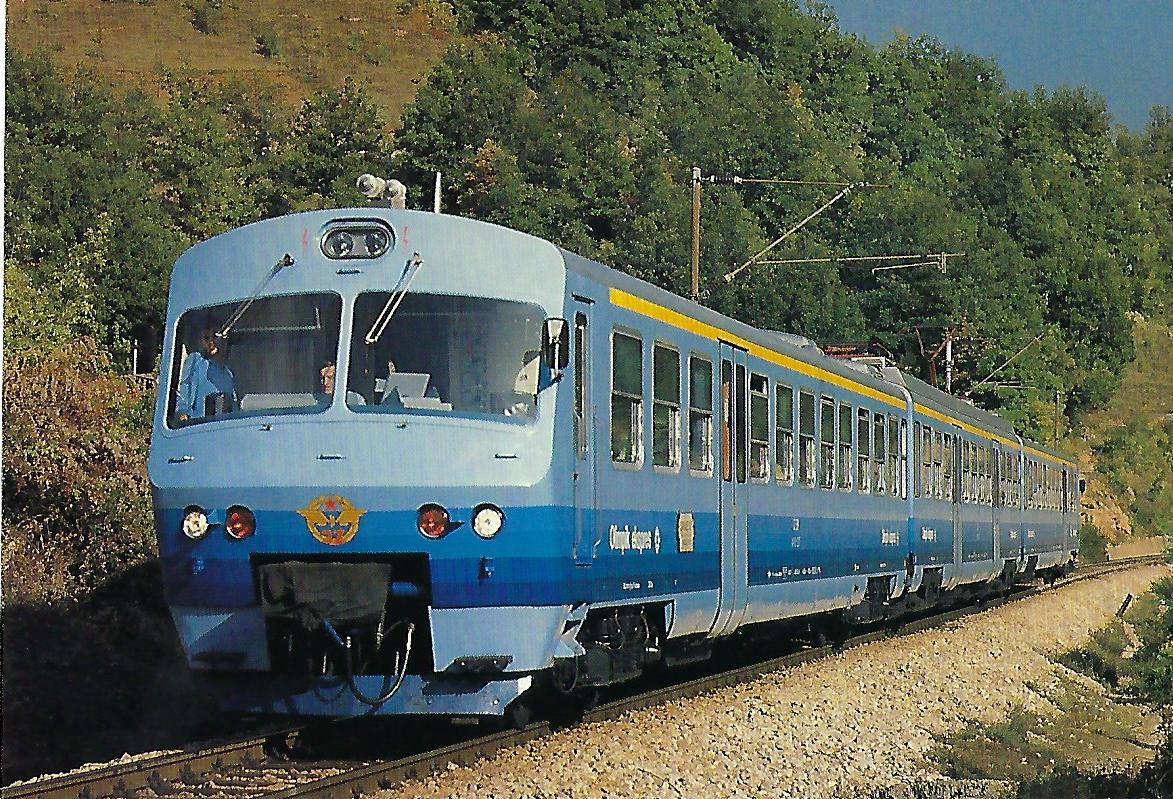 """JŽ, Jugoslawische Staatsbahnen, elektrischer Triebwagenzug """"Olimpik ekspres"""" Sarajewo – Kardljevo bei Konjic im September 1987. Eisenbahn Bestell-Nr. 10490"""