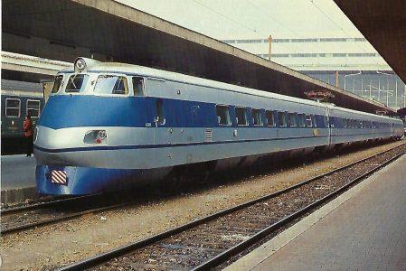 """FS, Elektrotriebwagenzug ETR 401 """"Pendolino"""" (1A)(A1) in Roma Termini im April 1980. Eisenbahn Bestell-Nr. 10492"""