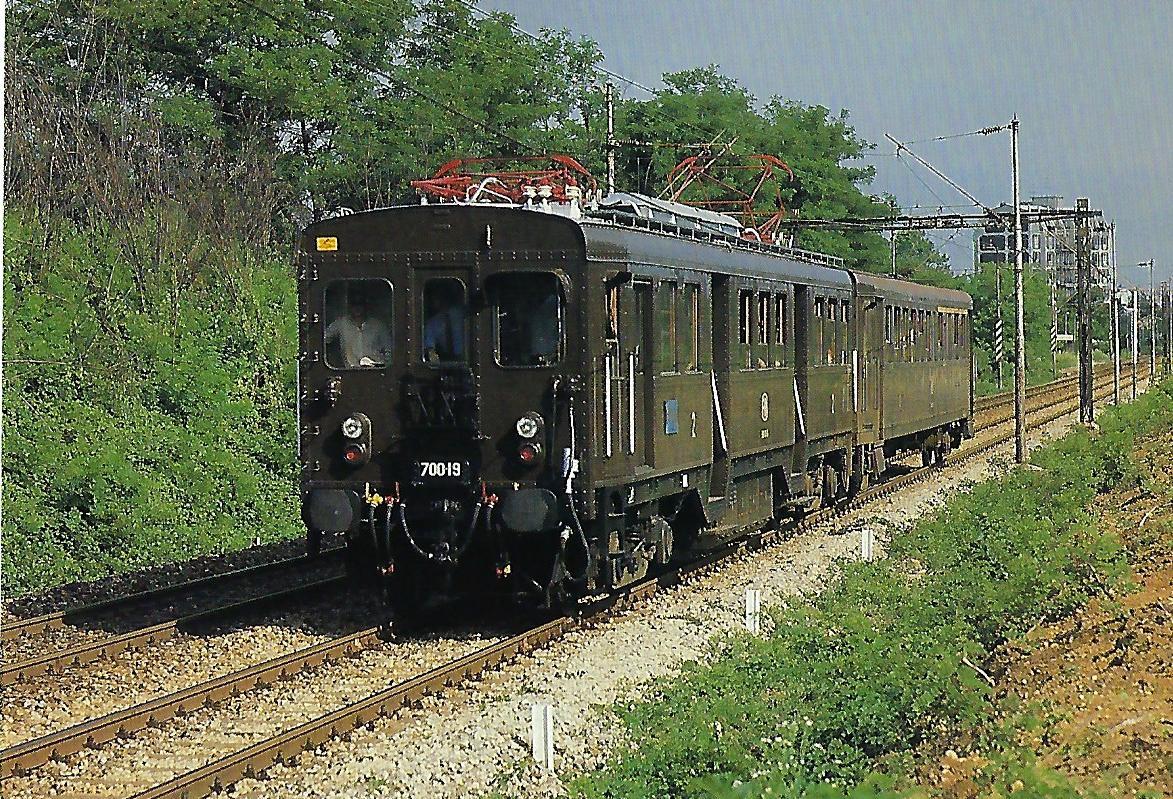 FNM (Vorortbahnen Nord-Mailand), elektrischer Triebwagen 700.19 bei Castellazzo im Juni 1987. Eisenbahn Bestell-Nr. 10494