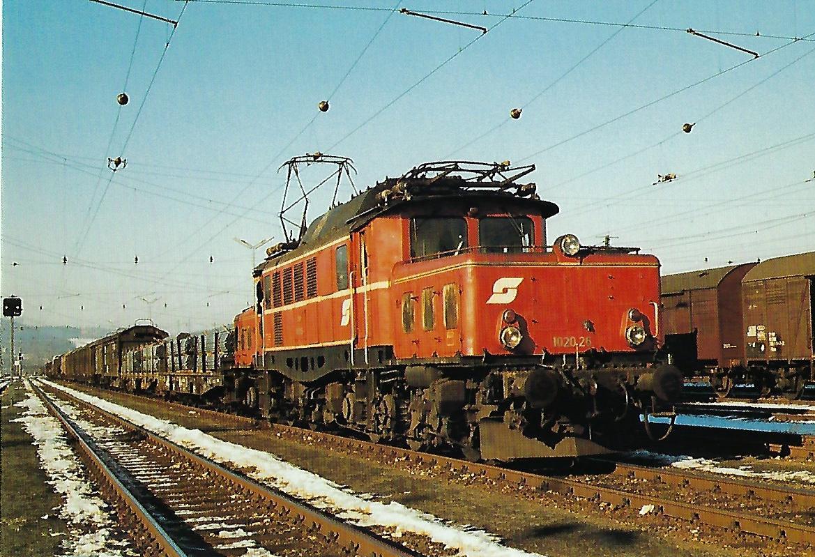 ÖBB, elektrische Güterzuglokomotive 1020.26, Co'Co', in Salzburg-Gnigl im Februar 1982. Eisenbahn Bestell-Nr. 10504