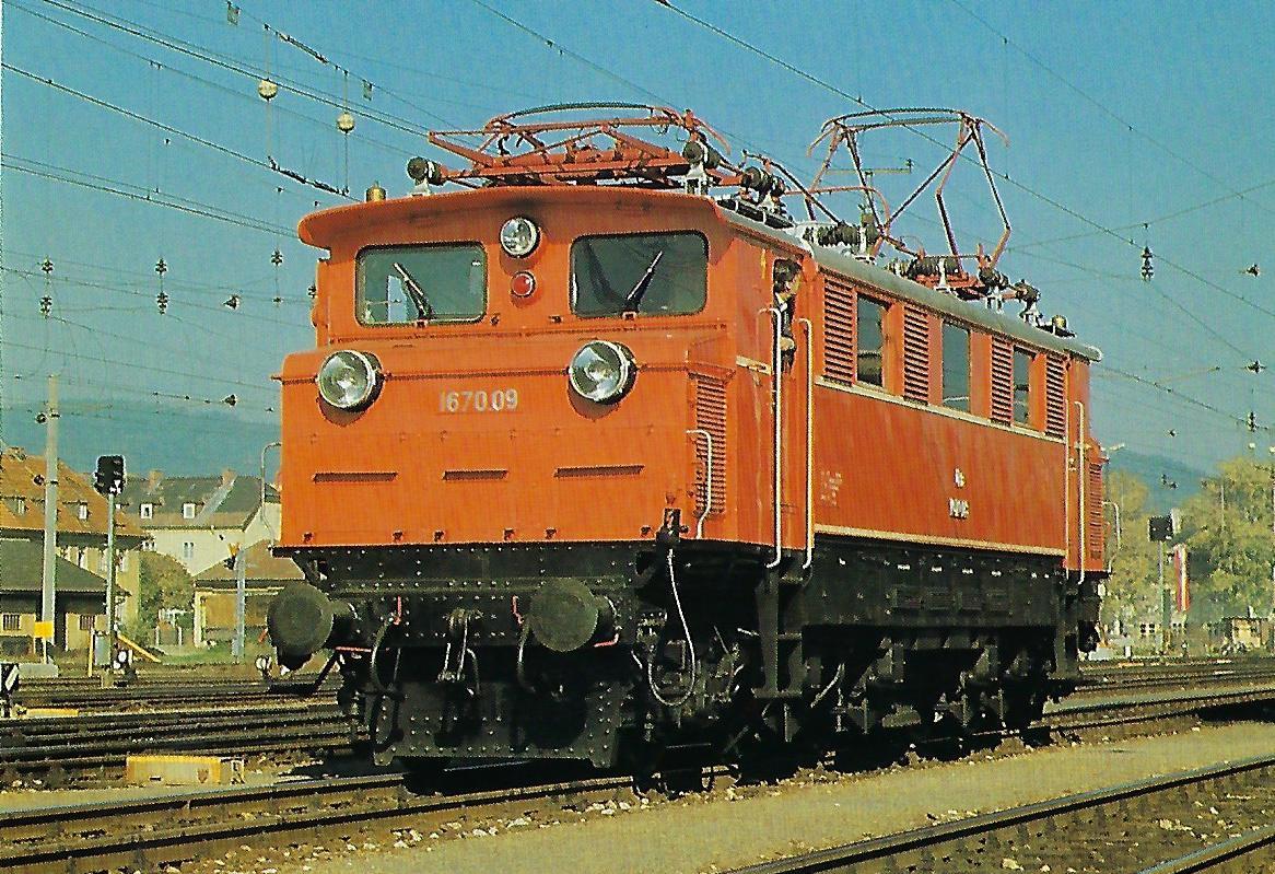 ÖBB, elektrische Schnellzuglokomotive 1670.09, (1A)'Bo(A1)', am 26.10.1986 in Salzburg Hbf. Eisenbahn Bestell-Nr. 10508