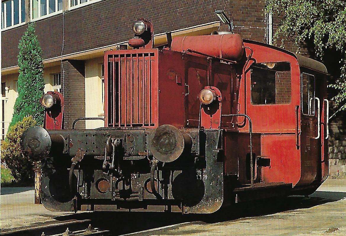DB, Kleinlok 322 880, B, im Bw Wiesbaden im Oktober 1985. Eisenbahn Bestell-Nr. 10510