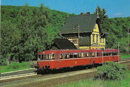 DB, Schienenbus 798 597, Bo, 1986 im Bahnhof Hohenstein (Aartalbahn). Eisenbahn Bestell-Nr. 10515