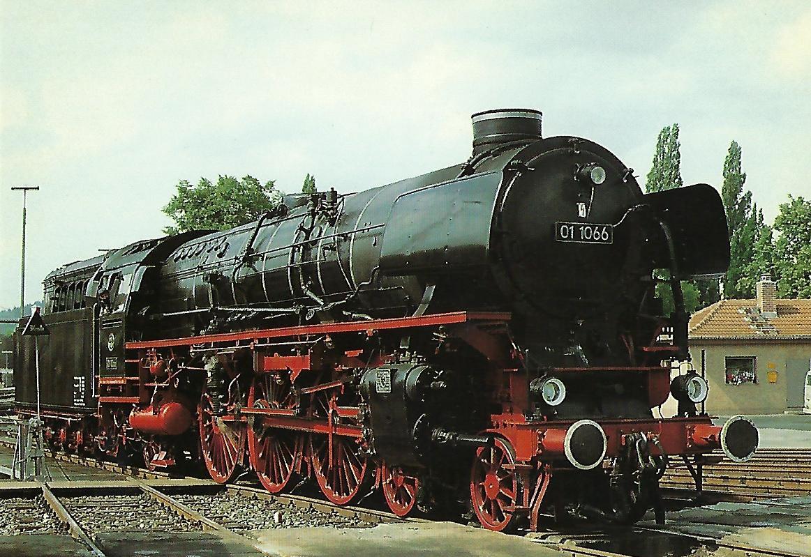 Ulmer Eisenbahnfreunde (UEF), Schnellzug-Dampflokomotive 01 1066, 2'C1'h3, in Bayreuth 1985. Eisenbahn Bestell-Nr. 10520