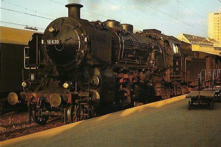 DB, Schnellzug-Dampflokomotive 18 630 (bayer. S 3/6), 2'C1'h4v, im Münchner Hbf. 1963. Eisenbahn Bestell-Nr. 10526