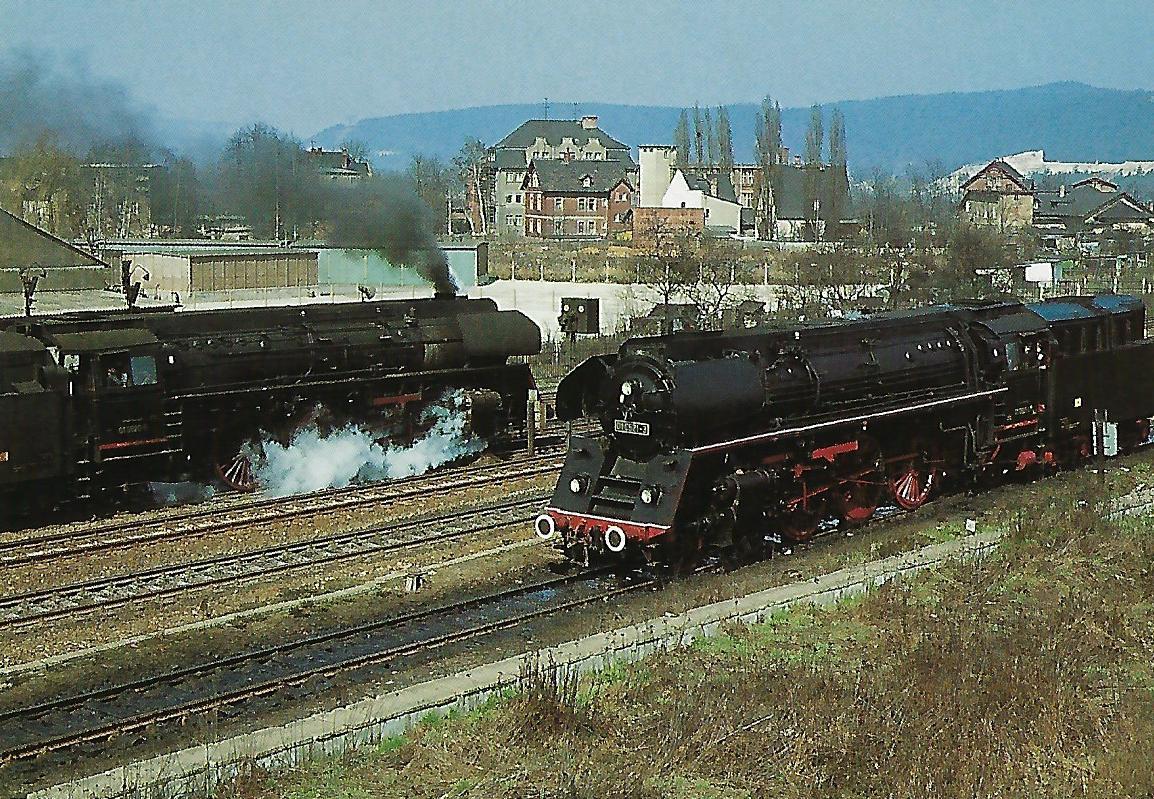 Bahnbetriebswerk Saalfeld 01 0520-5 und 01 0521-3 (Bj. 1935) am 17.4.1972. Eisenbahn Bestell-Nr. 50721